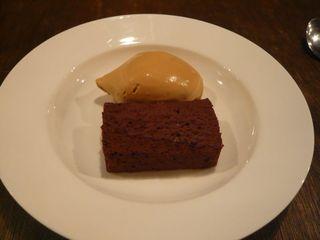 チョコレートのテリーヌとキャラメルアイス