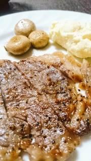 牛ステーキのたっぷりスパイス焼き
