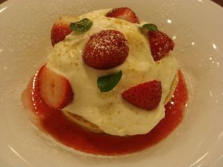 苺のロマノフパンケーキ