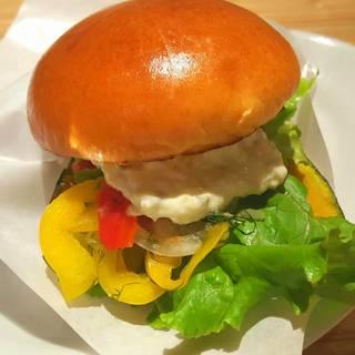 南瓜と夏野菜のハンバーガー