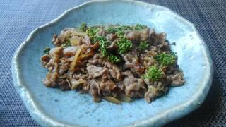 牛肉の旨煮花山椒のせ