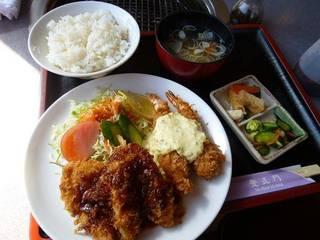 エビフライと白身魚フライ定食