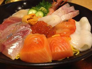 雨風亭海鮮丼