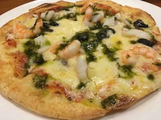 本日のピッツァランチ 魚介とチーズのバジルソースがけ