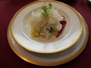 香味野菜とアオリイカの湯引き