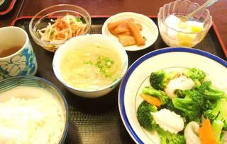 イカと季節の野菜炒めランチセット