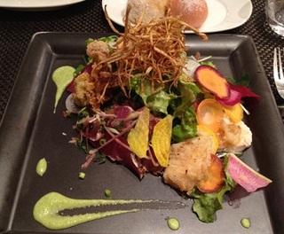 カツオのたたきと15種類の野菜のサラダ