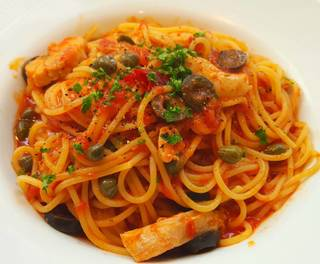 チキンのプッタネスカスパゲティー