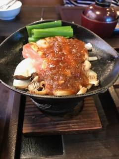 炙り鶏のきのこソース焼き