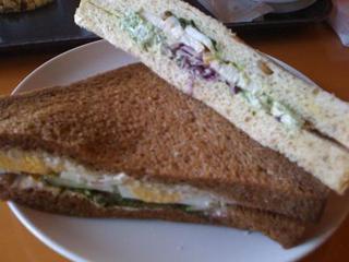 バジルチキンサンドイッチ&シーザーサラダサンドイッチ