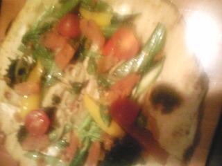 からすみと春野菜とスモークチーズのピザ