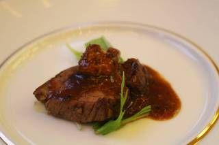 フォワグラと牛フィレステーキのロッシーニ風  トリュフソース