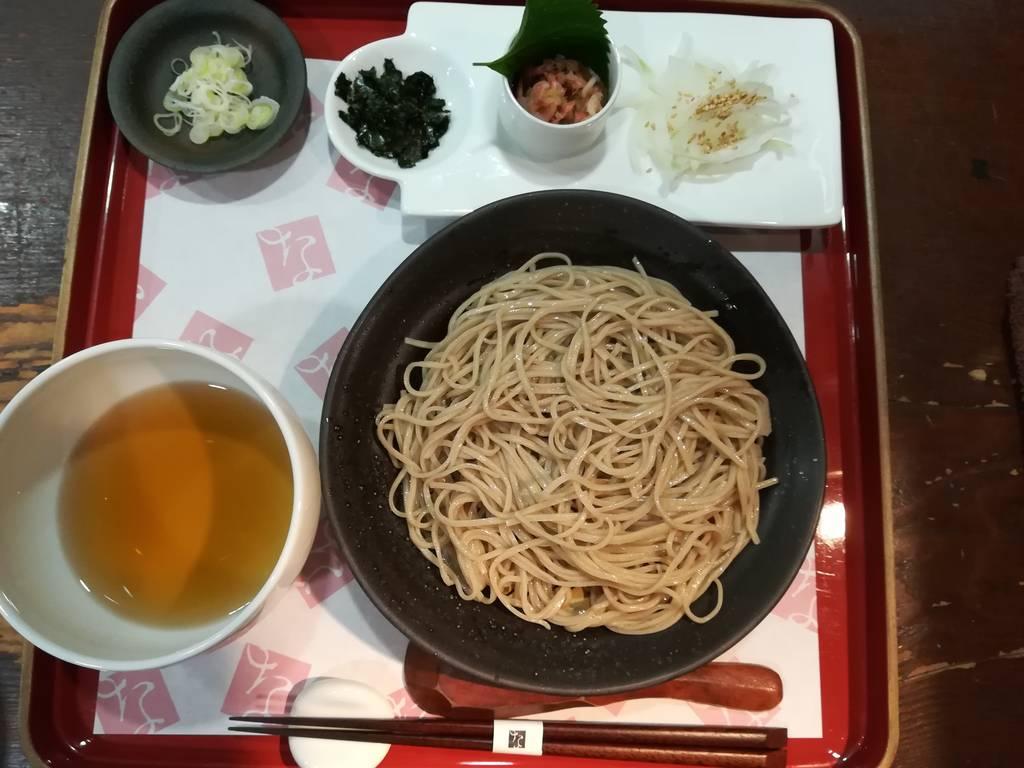 季節の薬味3種と白しょうゆだしの冷たいお蕎麦