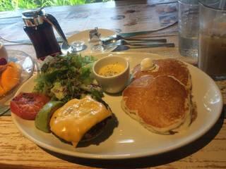 ミールパンケーキ チーズハンバーグ&アボカド