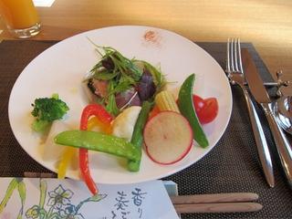 Aランチ(畑に感謝して緑黄温野菜のサラダ風イタリア産のプロシュートをお伴に)