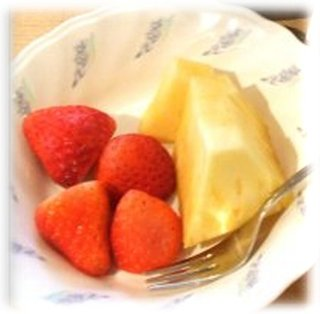 生フルーツ(イチゴとパイナップル)