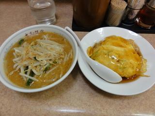 本日サービスメニュー 天津丼とミニ味噌ラーメン