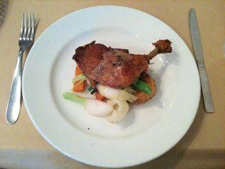若鶏もも肉のコンフィー くるみオイルドレッシング