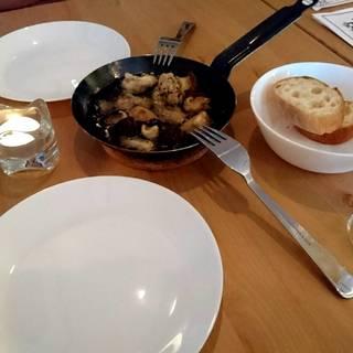 鶏肉とキノコのオイル煮