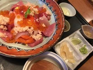 海鮮サラダ丼(上)