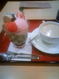ミニパフェとコーヒーのセット