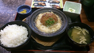 黒豚メンチカツの卵とじ鍋定食