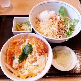ロースカツ丼と蕎麦のセット
