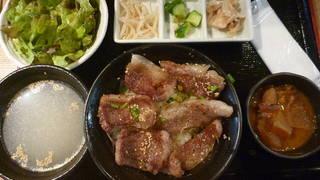 牛ステーキ丼定食