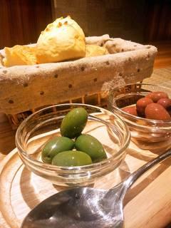 南イタリアのオリーブ2種盛り合わせ