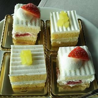 スーパーメロンショートケーキとイチゴショートケーキ