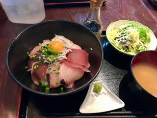 静岡の海鮮丼 卵黄のせ