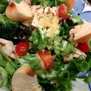米粉パンとマッシュルームのサラダ