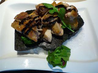 若鶏と長期熟成ジャガイモの大理石焼きバルサミコソース