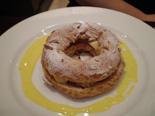 ケーキセットのパリ・ブレスト