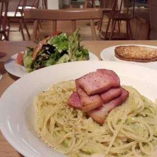 ベーコンとアボカドのスパゲッティ
