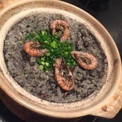 イカスミ土鍋ご飯