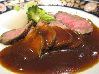 琥珀コース~黒毛和牛モモ肉のローストビーフ たっぷり野菜添え~