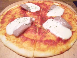 サルシッツァとモッツァレラのピッツァ