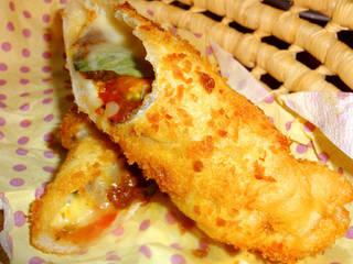 生ピザ生地を使ったクワトロバールのカレーパン