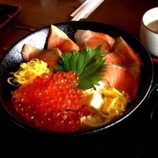 知床産時鮭の親子丼
