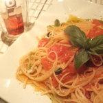 トマトとバジルのパスタ