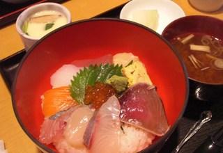 魚屋の海鮮丼