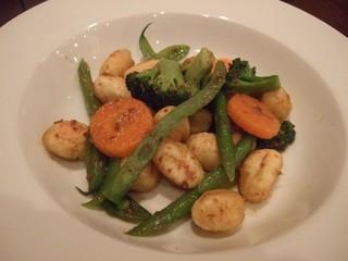 温野菜とカリカリニョッキのアンチョビガーリック