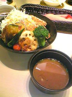 ヒレ野菜の彩菜丼