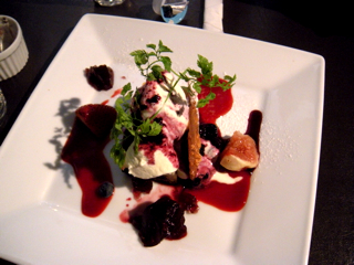 自家製ブルーベリーソースのチーズケーキ