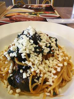 なすとモッツァレラチーズのミートソーススパゲティ