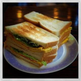 卵のトーストサンドウィッチ