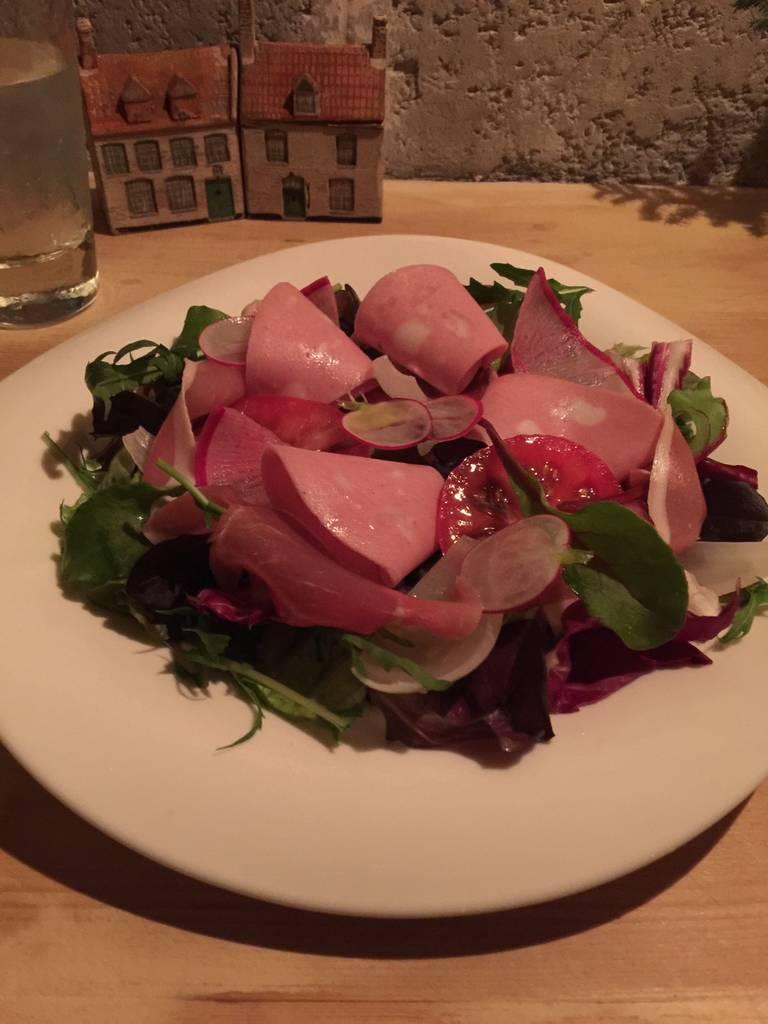 旬野菜とモルタデッラ 生ハムのサラダ
