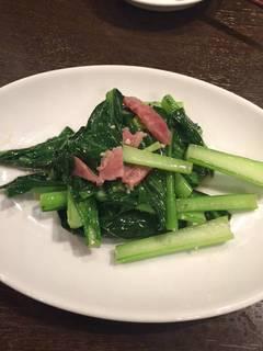 腸詰と青菜のガーリック炒め