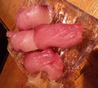 寒ブリとまぐろの寿司